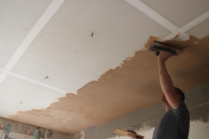 оштукатуривание потолка в квартире